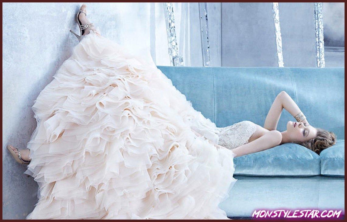Photo de Collection Automne 2014 de Robes de Mariée Lazaro aux motifs élégamment glamour