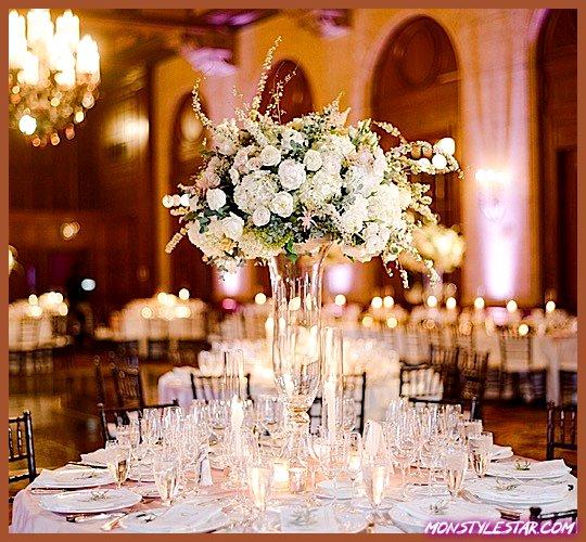 Photo de Mariage glamour de la salle de bal de Los Angeles avec des détails roses et blancs
