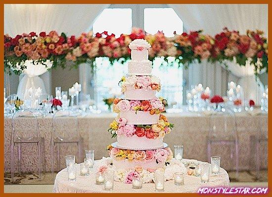 Photo de Mariage de Santa Barbara avec des motifs floraux vibrants de Michelle Beller Photography