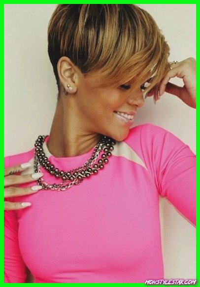 Cropped Hairstyle with Balayage Highlights- Les coiffures courtes de Rihanna