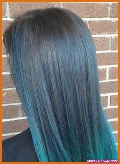 Cheveux longs et raides avec des coiffures bleues