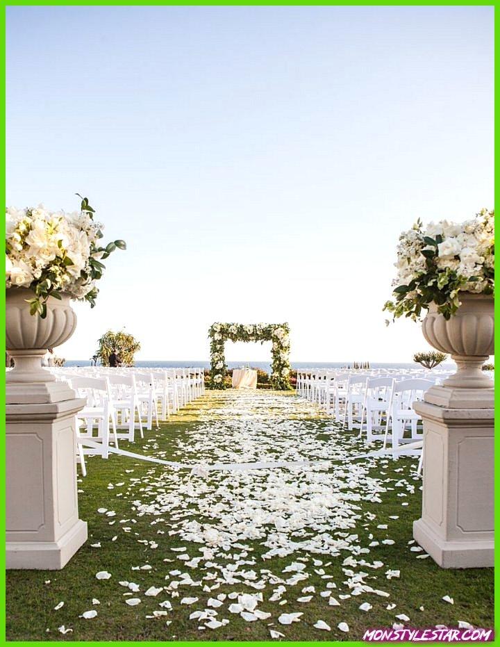 Mariage de conte de fées blanc en Californie surplombant la côte ouest