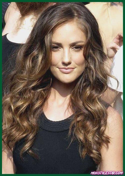 20 coiffures longues bouclés Sassy