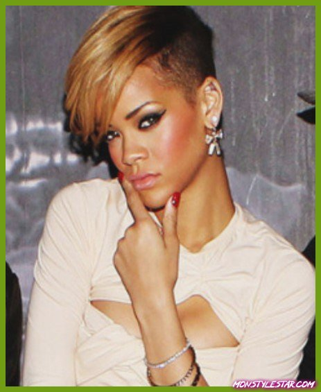 Faded Golden Blond Bangs- Les coiffures courtes de Rihanna