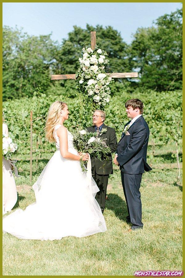 Mariage Boho Chic Iowa en plein air à partir de photographies de graines de moutarde