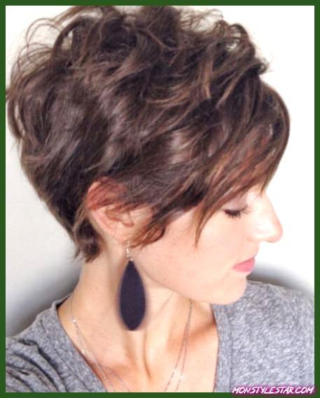 Coupes de chevelure courts verso chevelure bouclés