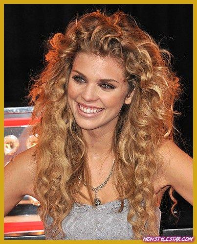 Photo de 15 coiffures cool pour les cheveux épais ondulés