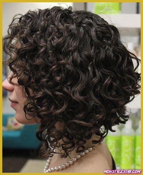 20 coiffures frisées moyennes pour chaque occasion