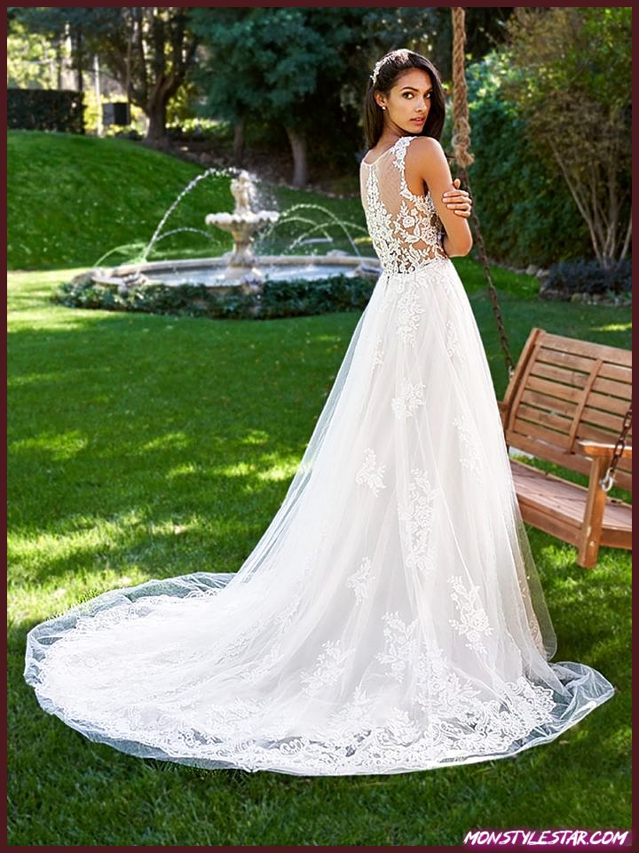 La collection 2018 Moonlight capture la romance avec des robes de mariée intemporelles