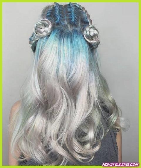 Tresses de déesse avec des coiffures ombrées argent- bleu