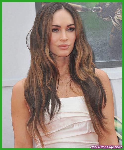 Divergentes coiffures et coupes de chevelure brunes envoûtantes