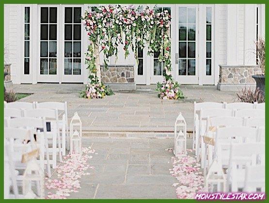 Photo de Mariage de printemps rose coloré rempli de fleurs des potographes Love & Light