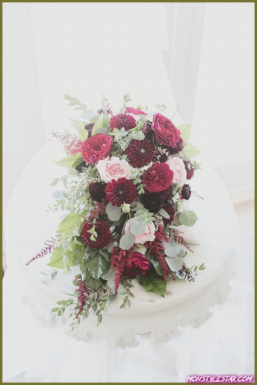 Beau mariage de couleur Berry dans le New Jersey au Bonnet Island Estate