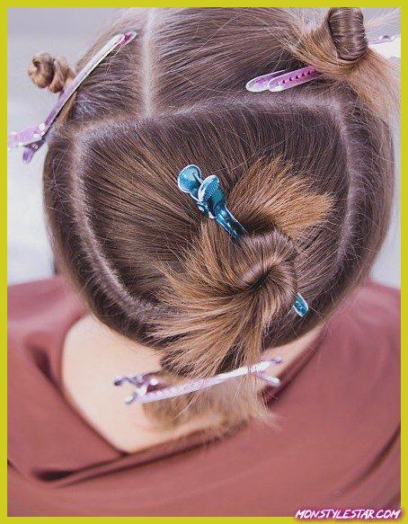 Comment volumineux coiffure bouclée pour les cheveux fins et courts?