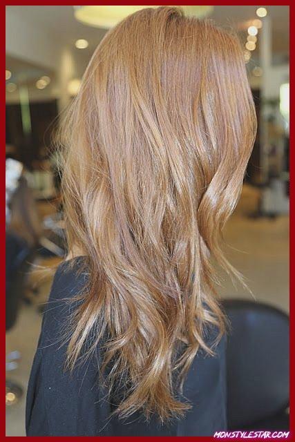 Couleur de cheveux monochromatique blonde fraise
